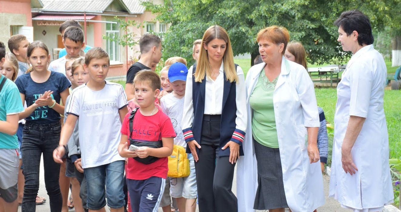 Лариса Білозір відвідала діток, що оздоровлюються у Тульчинському дитячому ортопедичному санаторії.