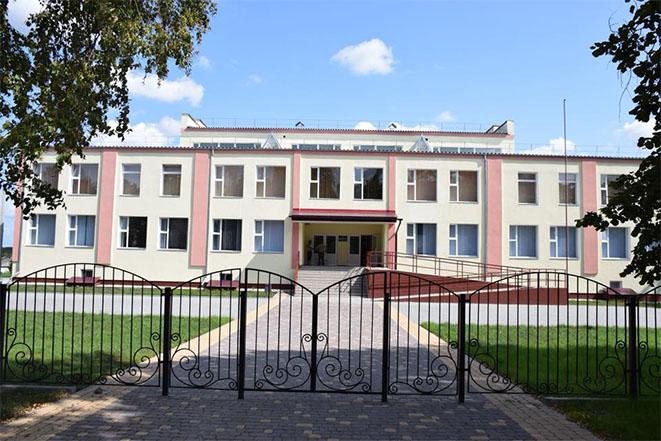 Нова школа у селі Зведенівка