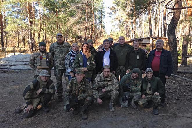 Лариса Білозір разом із родиною підтримує військових на передовій