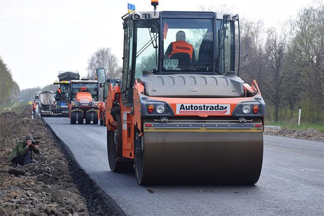 Тендери на проведення поточного середнього ремонту низки місцевих та державних автошляхів