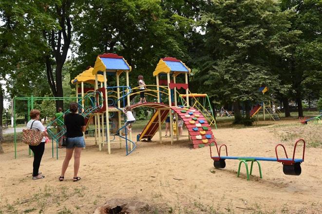 Завершення ремонту дитячого майданчика у Тульчині в парку Слави