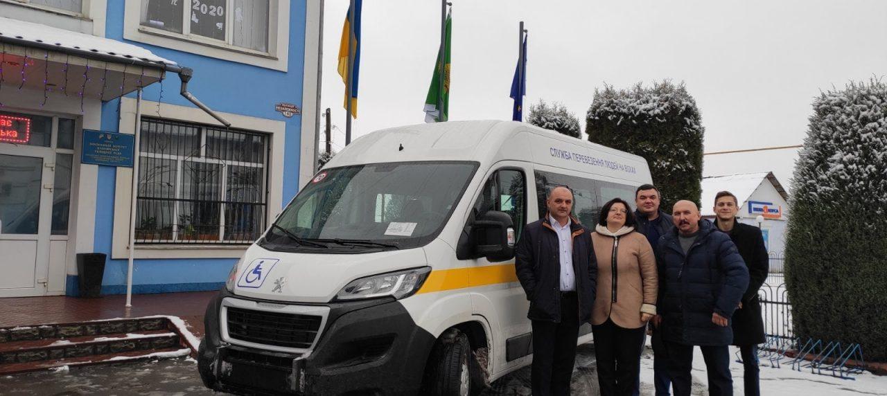 Вапнярська громада отримала спеціалізований автобус для перевезення людей з інвалідністю.