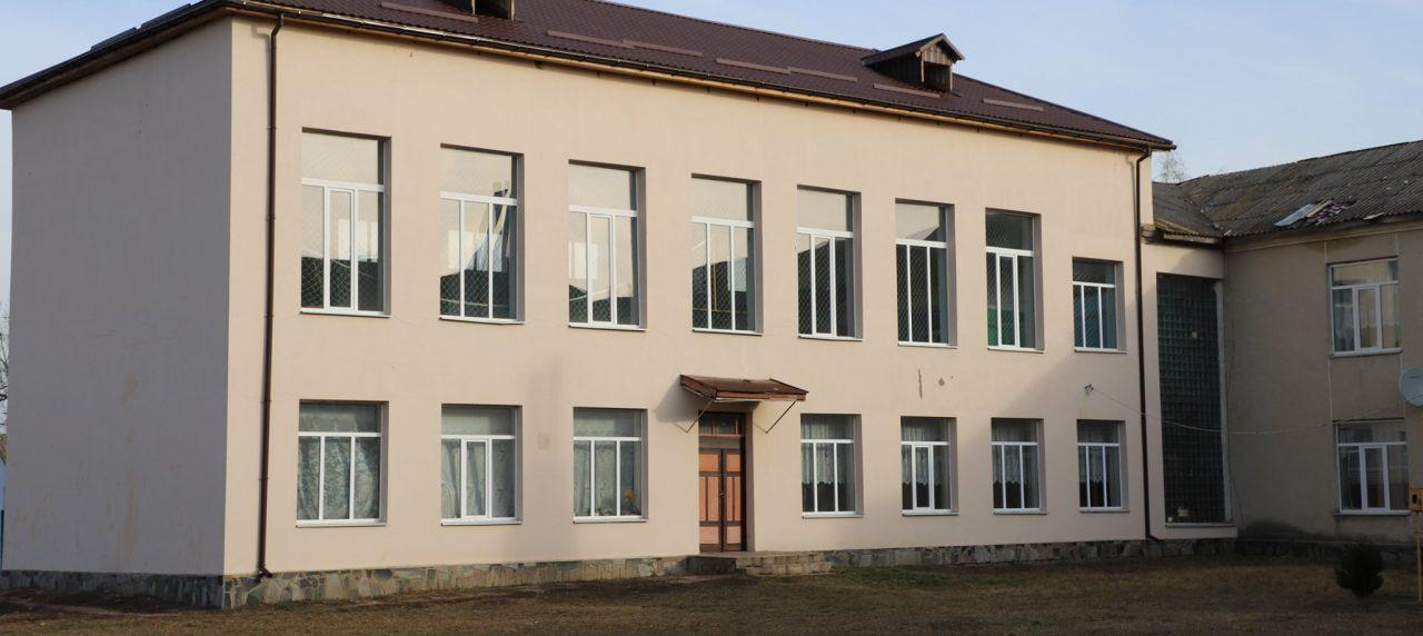 Хороші новини з мого округу! Наші старання мають результат: Рожнятівська школа - з новим дахом!