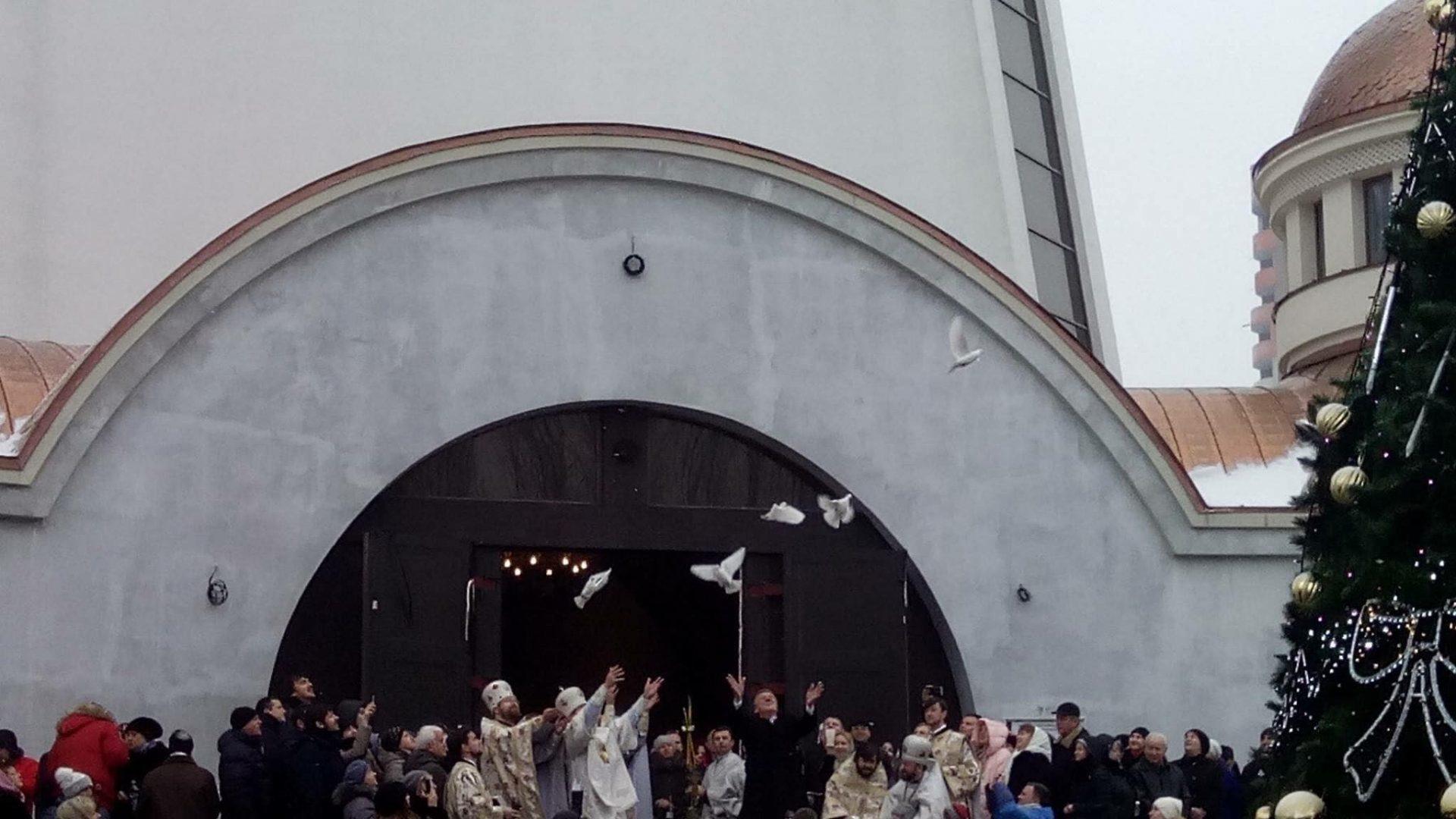 Друзі, з Хрещенням Господнім! Христос Хрещається! В річці Йордан